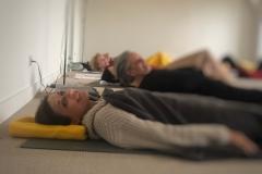Sanftes Yoga entspannt und kräftigt