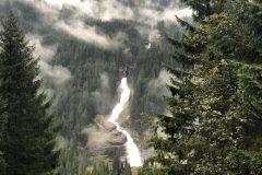 Blick ins Tal mit Nebelschwaden